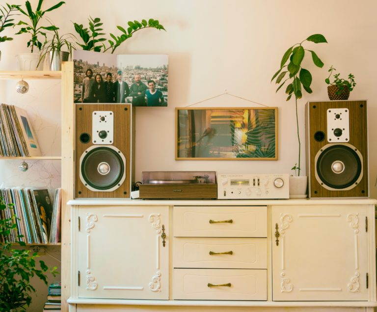 6 Fun Ways On How To Build A Sound System At Home